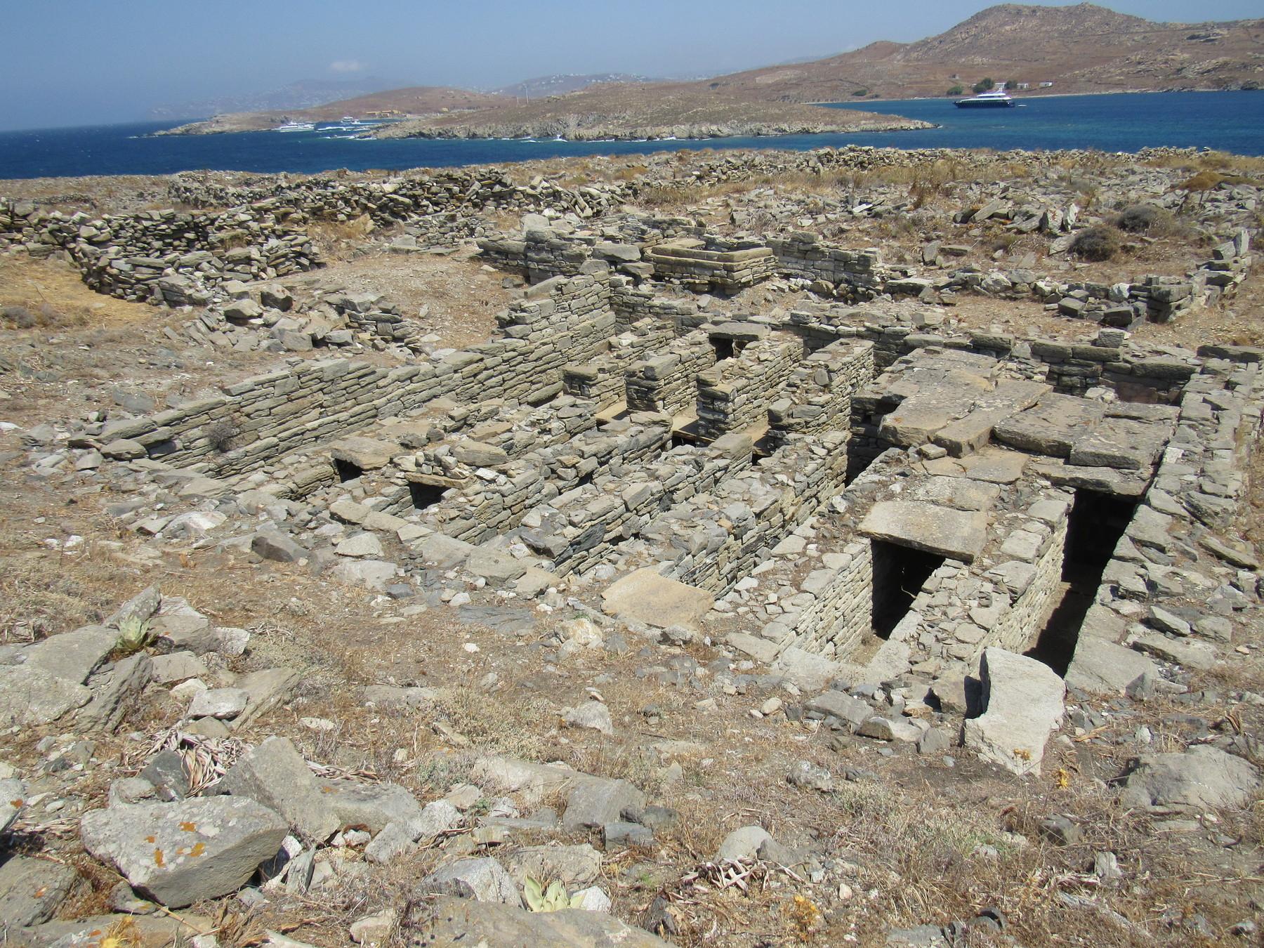 Υπόγειο ταφικό οικοδόμημα (columbarium) στην δηλιακή νεκρόπολη της Ρήνειας