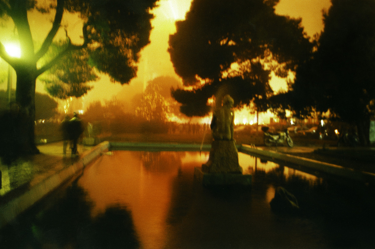 3. Χρύσα Νικολέρη UL (Urban Landscape), 2000 Φωτογραφία επικολλημένη σε αλουμίνιο 89 x 119 εκ. Συλλογές MOMus-Μουσείου Σύγχρονης Τέχνης-Συλλογές Μακεδονικού Μουσείου Σύγχρονης Τέχνης και Κρατικού Μουσείου Σύγχρονης Τέχνης