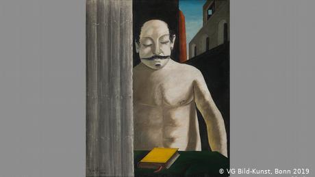Ο τίτλος αυτού του έργου του Ντε Κίρικο εγείρει ερωτήματα. Ο πίνακας δείχνει έναν γυμνό άνδρα και μπροστά του ένα κίτρινο βιβλίο πάνω στο τραπέζι. Κρατά τα μάτια του κλειστά σαν να θέλει να νιώσει τον παλμό του χρόνου. Ο Ντε Κίρικο (1888-1978) έδωσε μορφή στα λόγια του Νίτσε για την ύπαρξη και τη γλώσσα της έκφρασης των πραγμάτων. Ο ζωγράφος είχε σπουδάσει γερμανική φιλοσοφία στο Μόναχο.